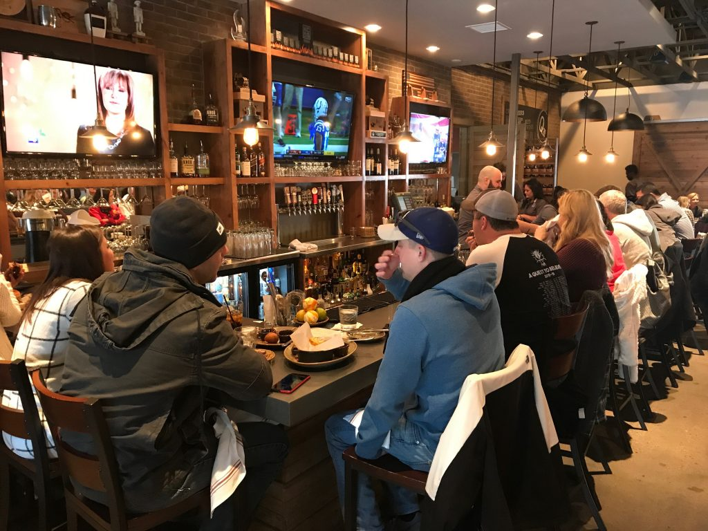 A packed bar at Q39 Midtown in Kansas City
